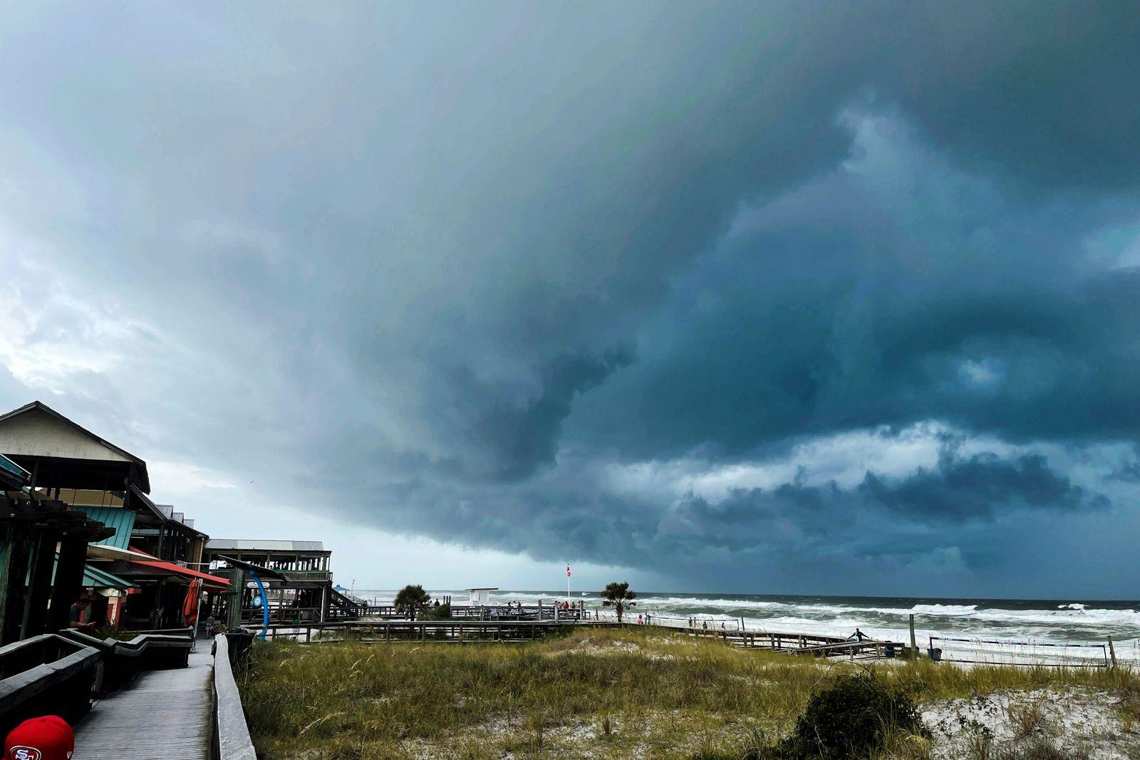 FL: Hurricane Ida passes Okaloosa Island on its way towards Louisiana