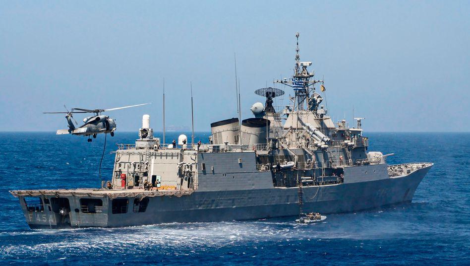 Griechisches Kriegsschiff im Mittelmeer