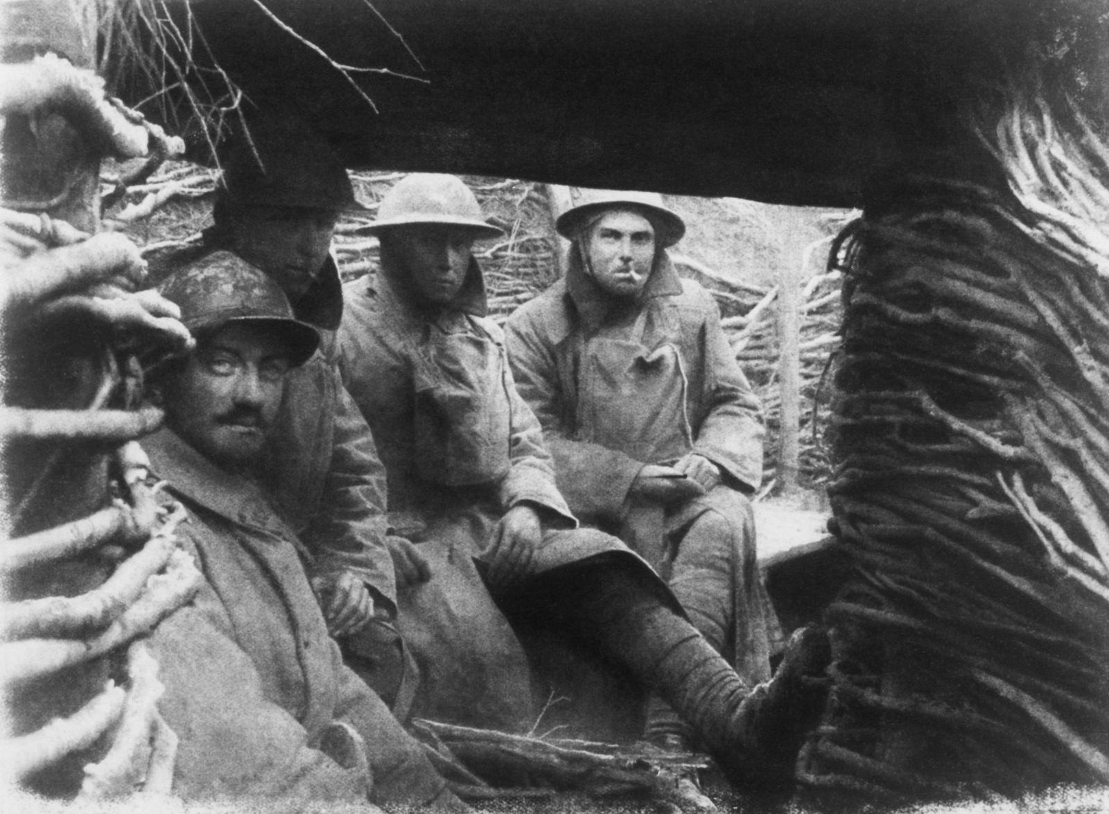Kriegszitterer - 1.WK: Westfront: US-Soldaten und Franzosen im Unterstand