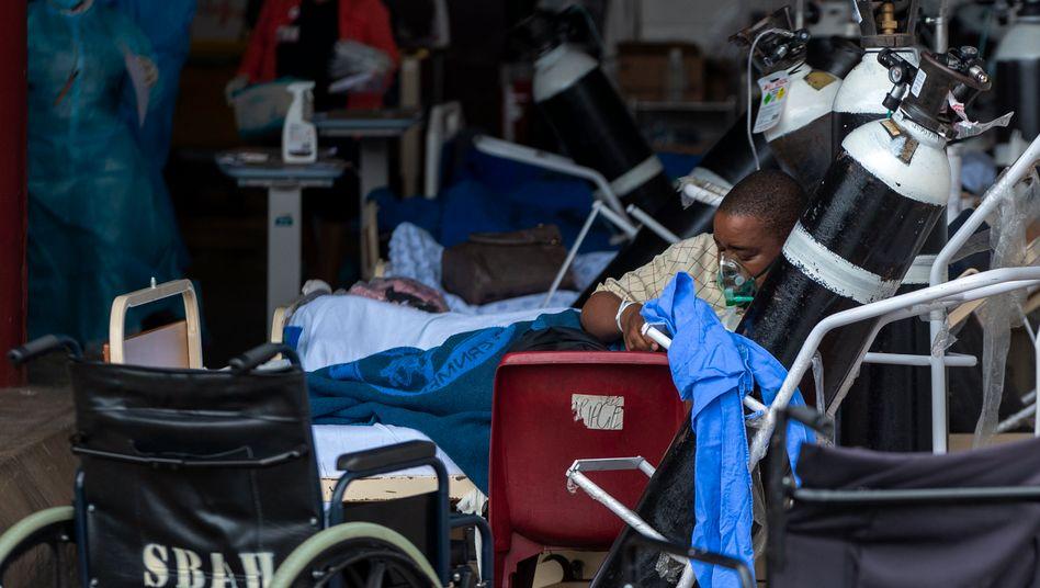Künstliche Beatmung in einem Krankenhaus in der südafrikanischen Stadt Pretoria: Sauerstoffgeräte gibt es kaum in afrikanischen Ländern