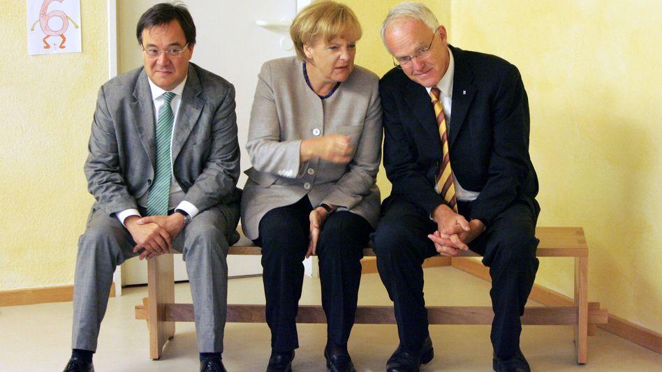 Laschet (l.), Merkel, Rüttgers: Der Fraktionsvize könnte Landeschef werden