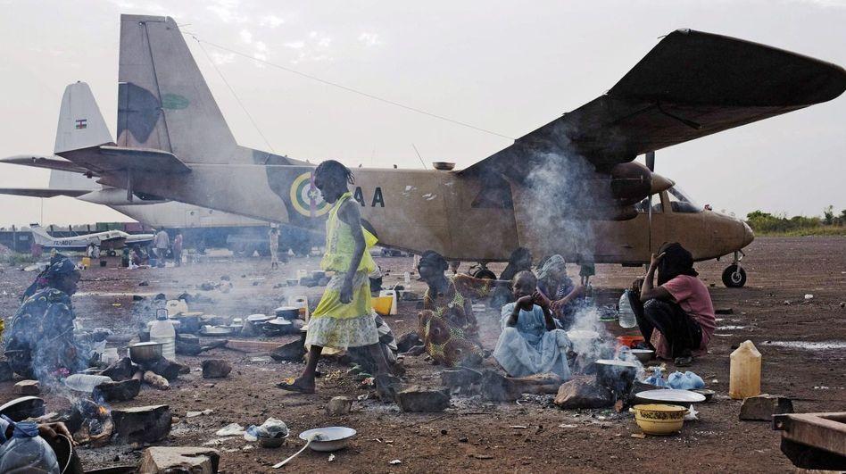 Muslimische Flüchtlinge auf dem Flughafen von Bangui