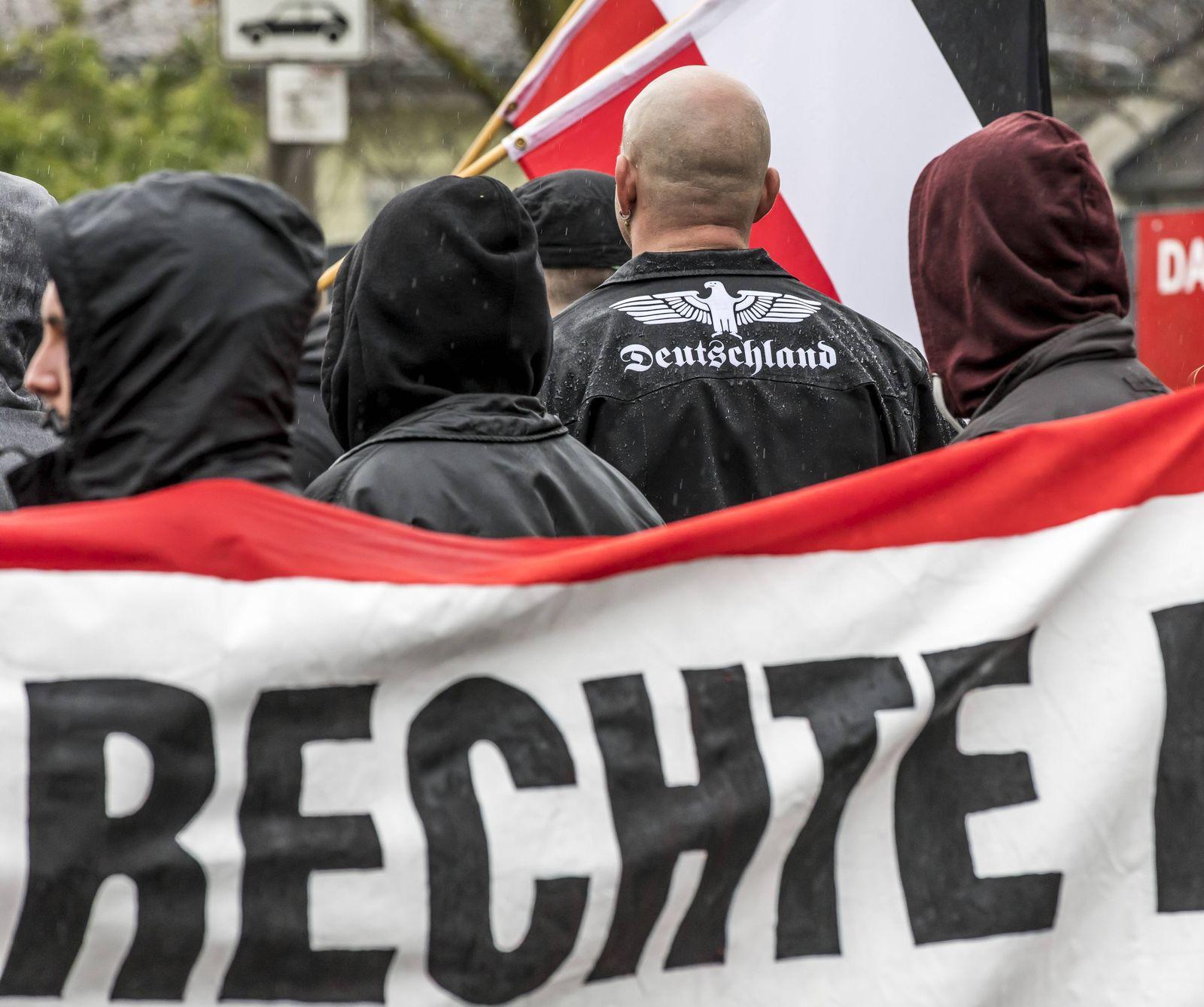 EINMALIGE VERWENDUNG Neonazis/ Demonstration/ Rechtsterrorismus