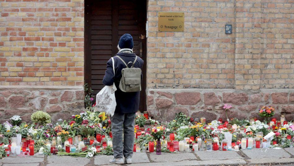 Gedenken an der Synagoge in Halle (Archiv)