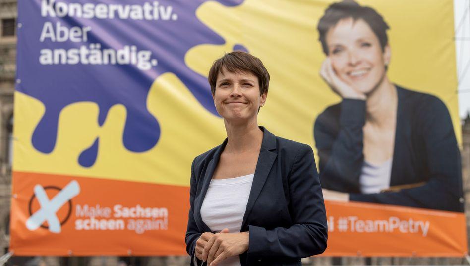 Frauke Petry, Vorsitzende der Blauen Partei, will aus der aktiven Politik ausscheiden