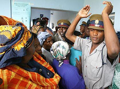 Unerbittliche Staatsmacht: Simbabwes Behörden sind durchsetzt von Günstlingen des Präsidenten