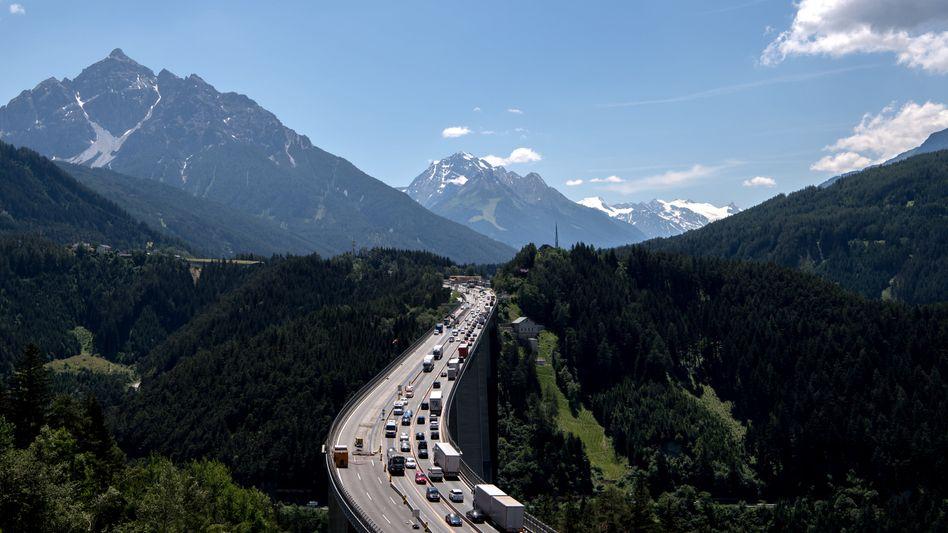 Straßenverkehr bei Patsch am Brenner