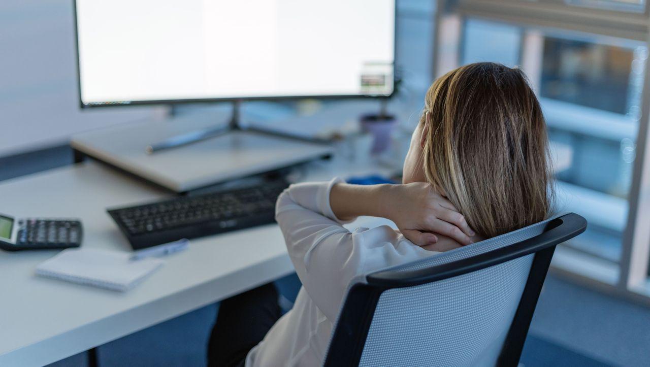 Rückenschmerzen: Gesunde Haltung vor dem Bildschirm - so..