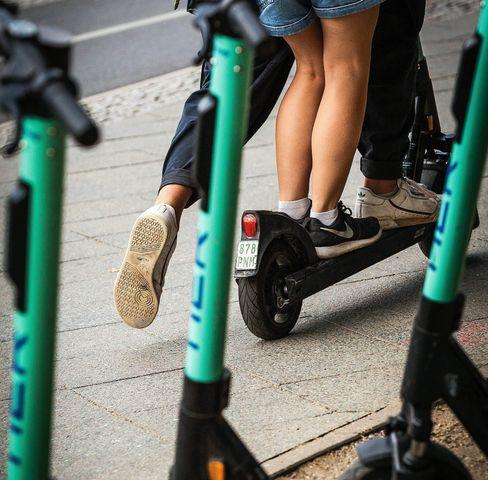 E-Scooter-Nutzer in Berlin: So lästig wie Wespen oder Mücken