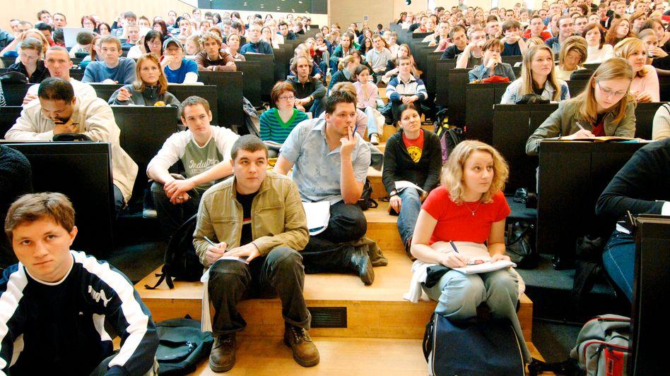 Überfüllter Hörsaal in Halle (Archivbild): 27 Prozent der Studenten kennen das Problem