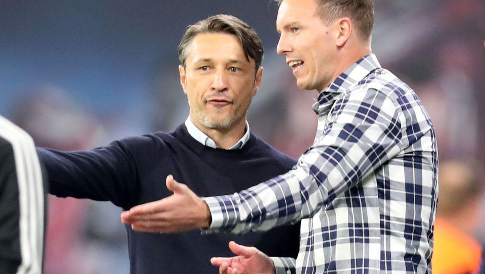Bayern-Trainer Niko Kovac (l.) und Leipzig-Coach Julian Nagelsmann debattieren nach dem 1:1 ihrer beiden Klubs