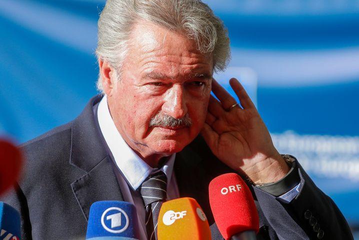 """Luxemburgs Außenminister Jean Asselborn forderte auf Facebook die Freilassung der """"Sea-Watch 3"""" Kapitänin."""