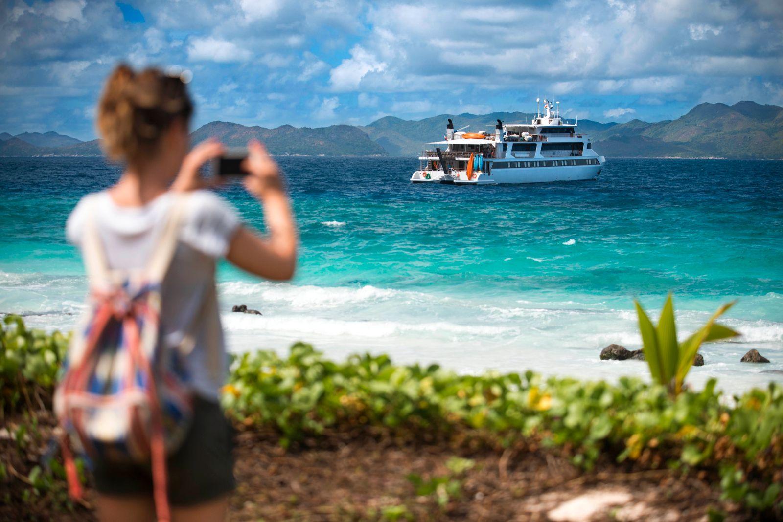 Tourist in Aride Island Seychelles Indian Ocean Africa Seychelles Copyright: xSergixReboredox/xVWPicsx SRE-034-EE2061