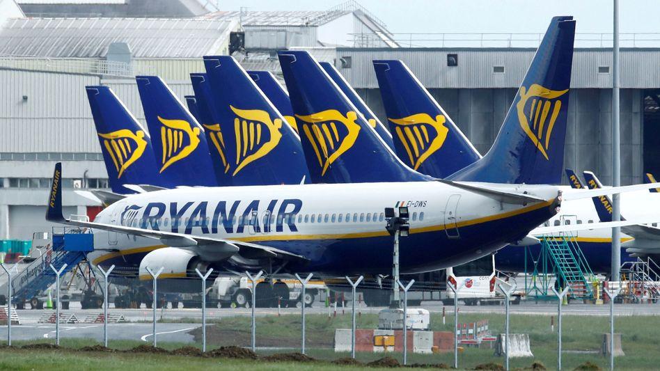 Geparkte Ryanair-Flugzeuge in Dublin