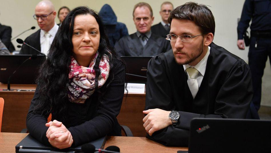 Beate Zschäpe und Mathias Grasel, einer der zwei Anwälte
