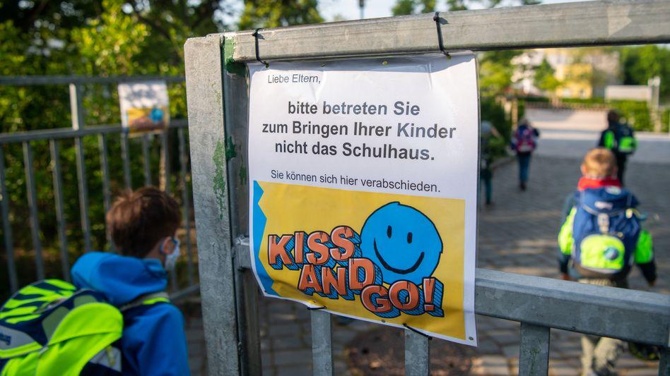 Regeln einer Grundschule in Dresden: Corona-Regeln an Schulen könnten strenger werden