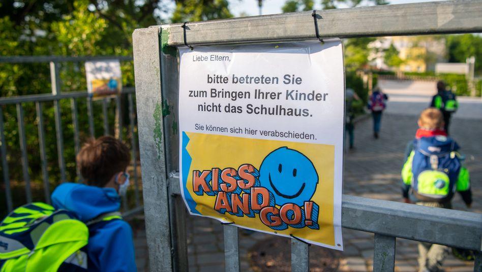 """Kiss-and-Go""-Areas an Sachsens Kitas und Schulen: Kultusminister Piwarz geht Sonderweg"