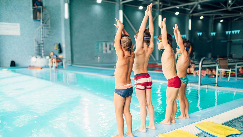 Kinder beim Schwimmen: »Je jünger die Menschen sind, desto höher ist der Rückgang der Mitgliederzahlen«