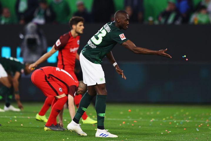 Wolfsburgs Kapitän Josuha Guilavogui räumt alles weg - im Mittelfeld und im Strafraum