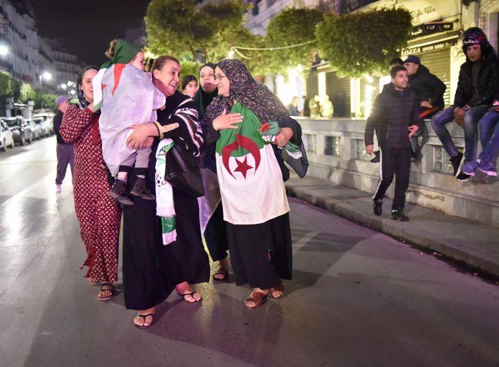 Jubelnde Algerierinnen am Dienstagabend: eine heroische Leistung