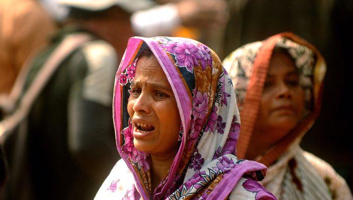 Über 100 Tote in Textilfabrik: Trauer um Brandopfer in Bangladesch