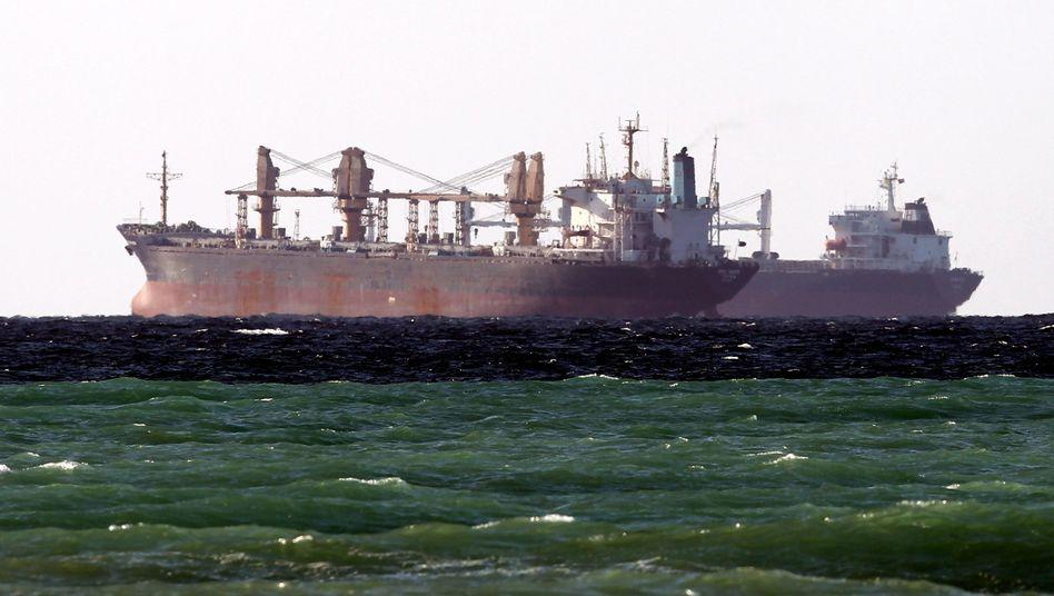 Öltanker in der Straße von Hormus (im Januar 2012)
