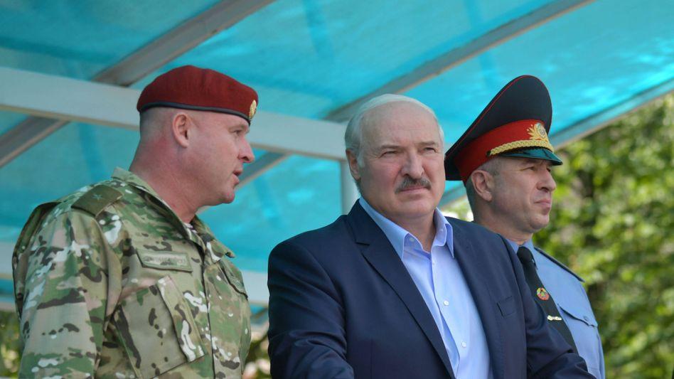 Weißrusslands Präsident Lukaschenko (Mitte)