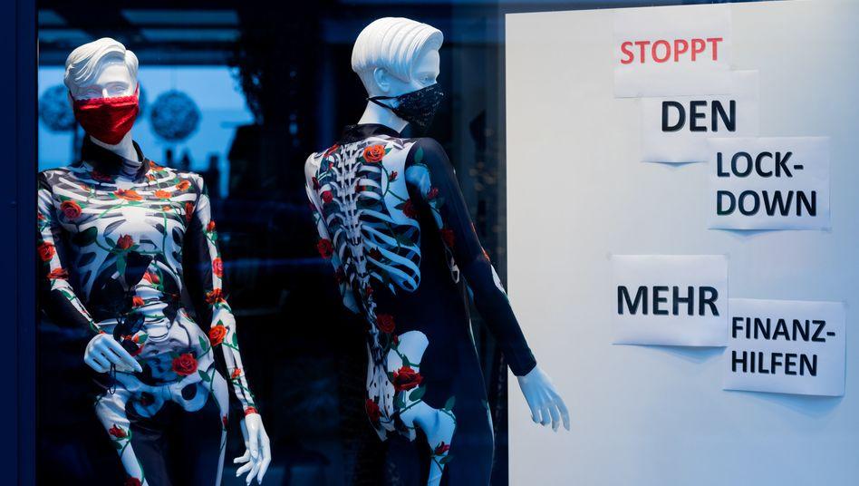 Hilferuf eines Kölner Einzelhändlers:»Stoppt den Lockdown – Mehr Finanzhilfen«.