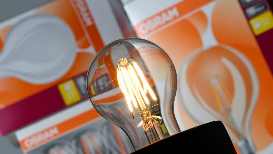 Eine Glühbirne des Herstellers Osram