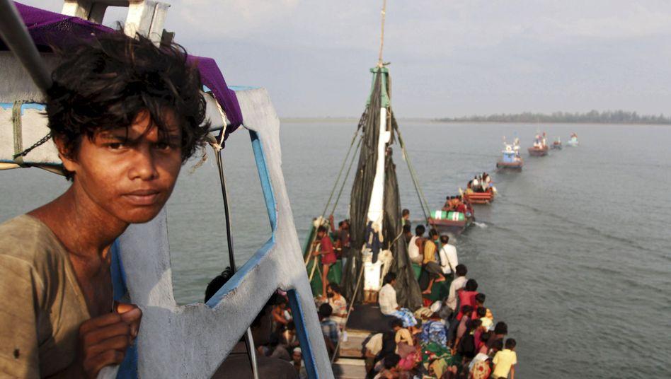 Flüchtlingsjunge auf Boot: Tausende sind noch auf dem Meer