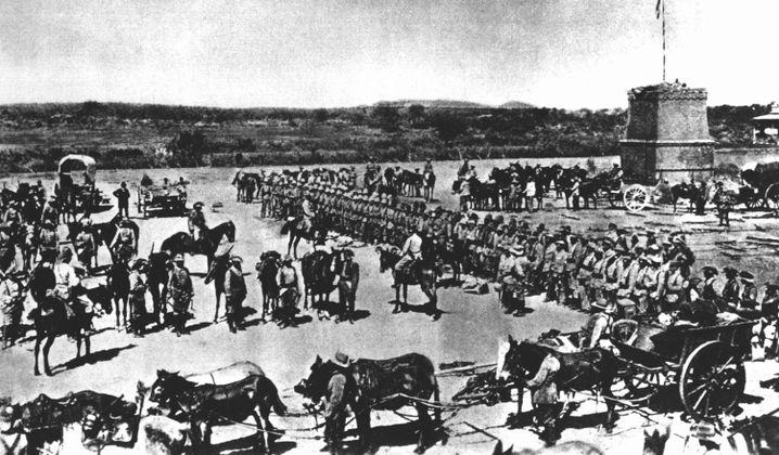 Vor dem Abmarsch in den Kampf gegen die aufständischen Hereros