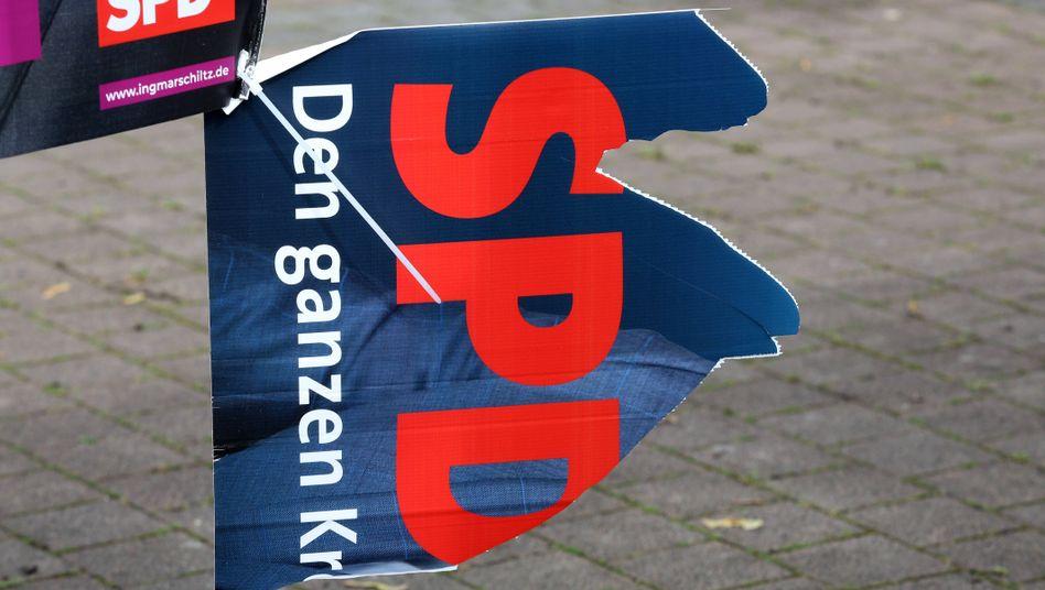Kaputtes SPD-Wahlplakat in Siegen