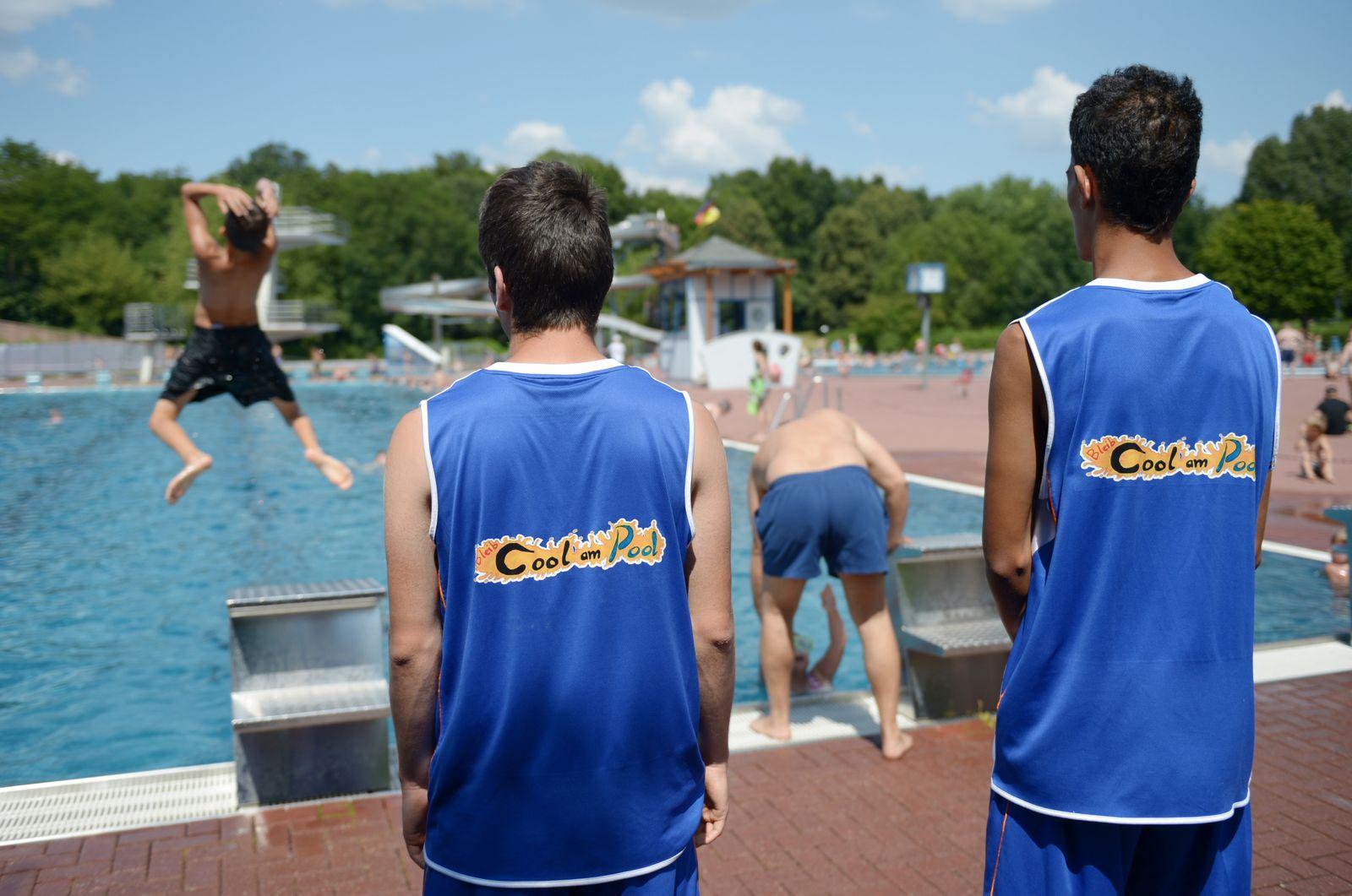 "Projekt ""Bleib cool am Pool""/ Konfliktlotzen im Columbiabad Berlin"