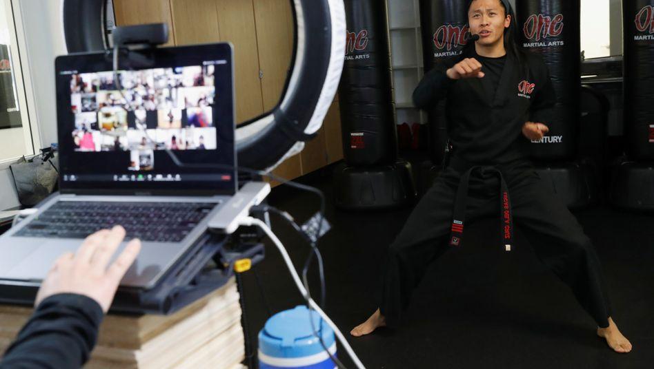 Live-Workout auf der VideokonferenzsoftwareZoom: Reichen die Sicherheitsstandards der Firma aus?
