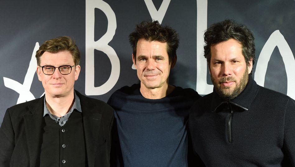 """Die Autoren und Regisseure von """"Babylon Berlin"""" Achim von Borries (l-r), Tom Tykwer und Hendrik Handloegten"""