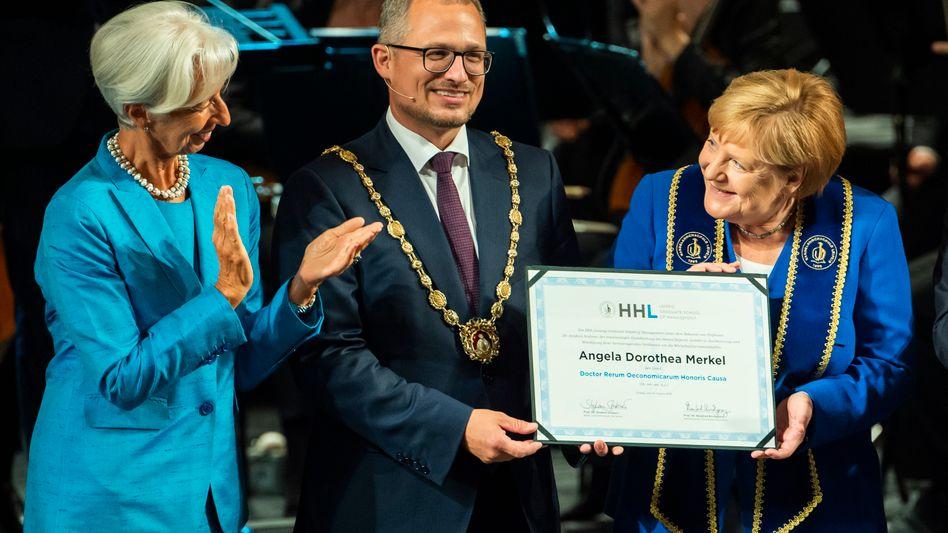 """Merkel mit Lagarde und Rektor Stephan Stubner: """"Ohne Kompromiss kann die Gesellschaft nicht zusammenhalten"""""""