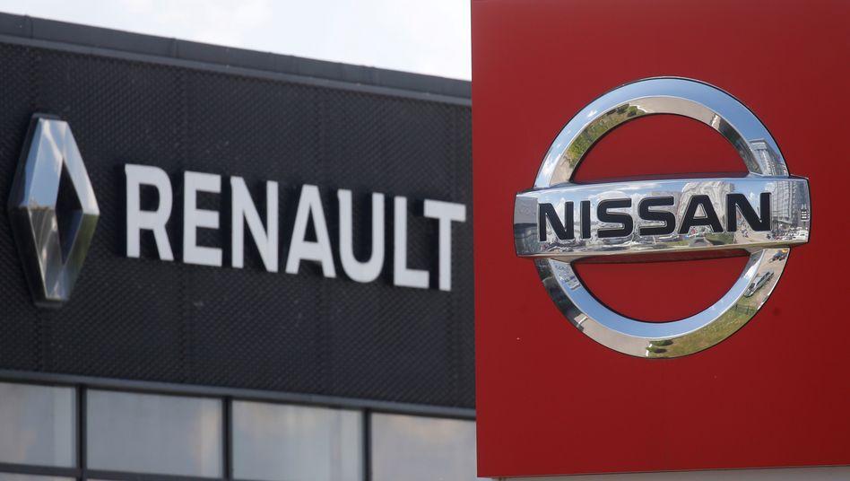 Renault- und Nissan-Logos bei Autohändler: Den größten Teil des Verlusts steuerte der japanische Partner bei