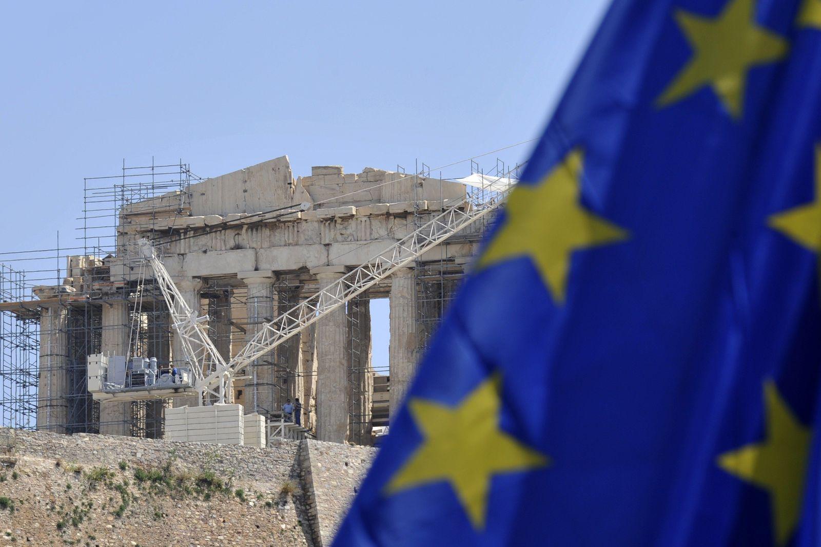 athen flagge akropolis im gerüst