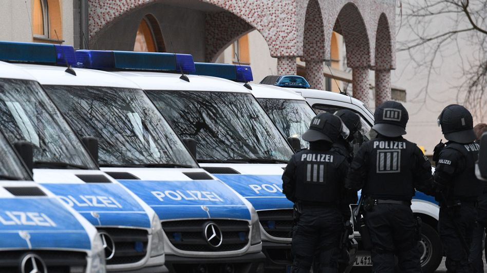 Polizisten in Frankfurt am Main (Symbolbild aus dem Jahr 2017)