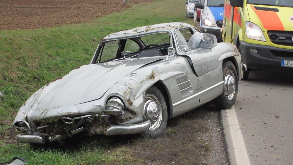 Totalschaden: Der Mercedes 300 SL nach dem Überschlag