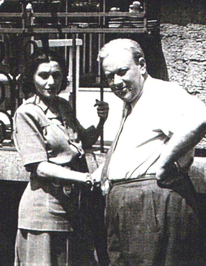 Richard Kauder mit seiner Geliebten Ibolya KaÌlmaÌn, 1942