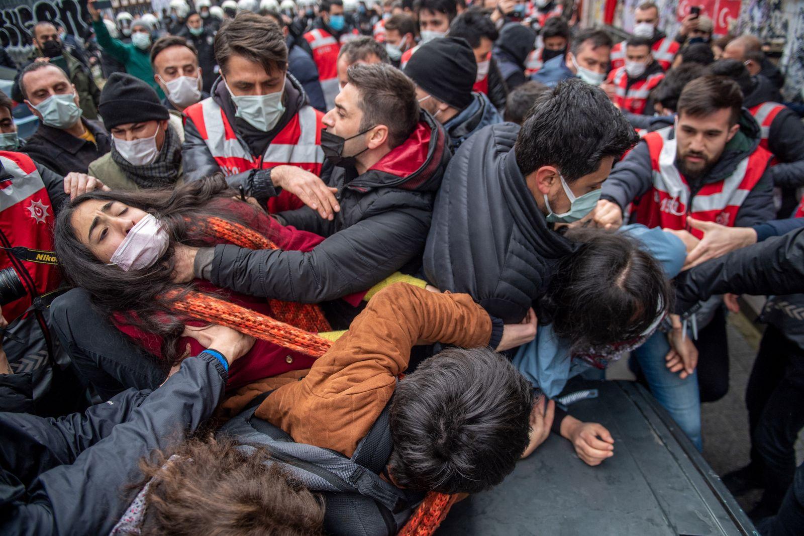 TURKEY-EDUCATION-POLITICS-PROTEST-STUDENTS