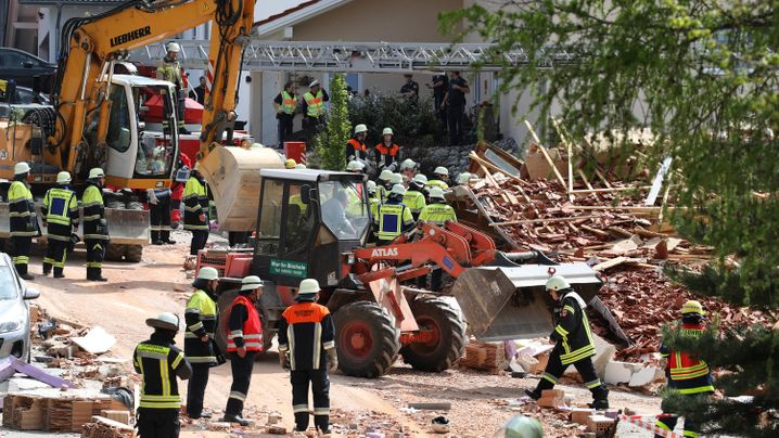 Explosion in Rettenbach: Suche nach Verschütteten