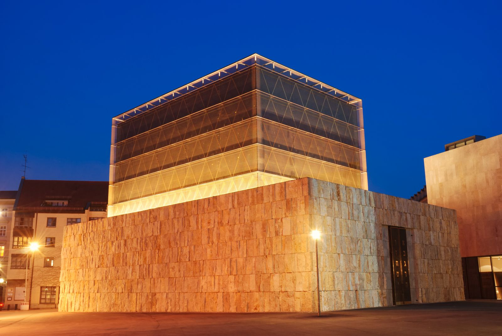 synagogue in Munich at night
