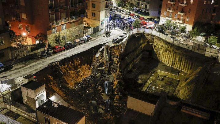 Erdrutsch in Rom: Autos fallen mehrere Meter in die Tiefe