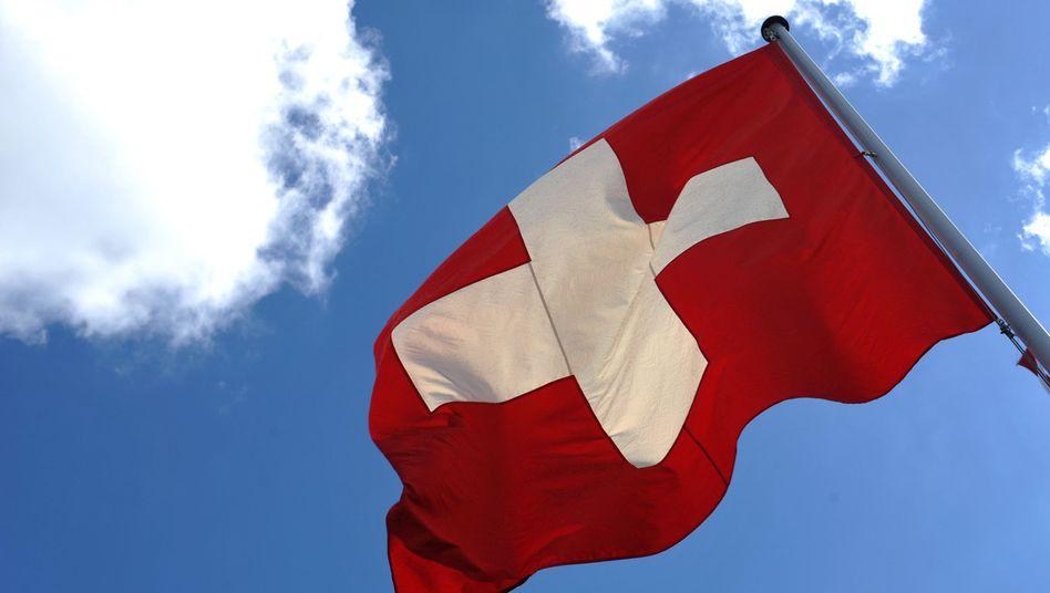 Schweizer Fahne (Archivbild): Votum sorgt für hitzige Debatten