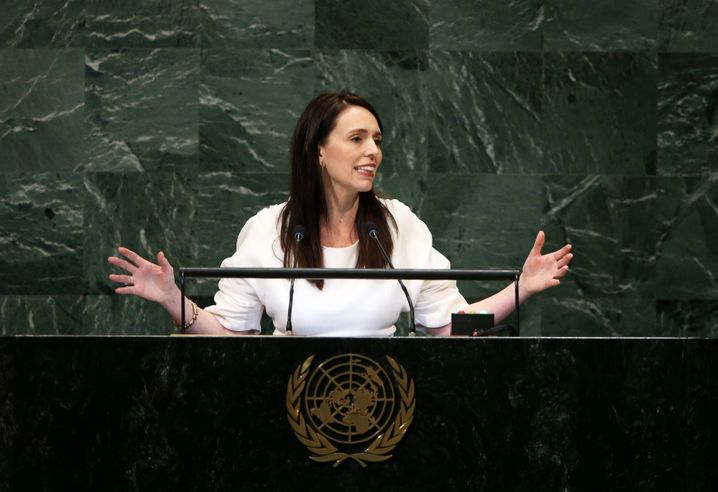 (180928) -- UNITED NATIONS, Sept. 28, 2018 -- New Zealand Prime Minister Jacinda Ardern addresses the General Debate of the 73rd session of the United Nations General Assembly at the UN headquarters in New York on Sept. 27, 2018. ) (qxy) UN-73RD GENERAL ASSEMBLY-GENERAL DEBATE QinxLang PUBLICATIONxNOTxINxCHN