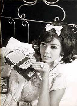 """""""Musik zur Entspannung"""": Werbefoto für den ersten Taschen Recorder 3300 von Philips (1963)"""