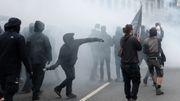 Steinwürfe und brennende Barrikaden in Leipzig