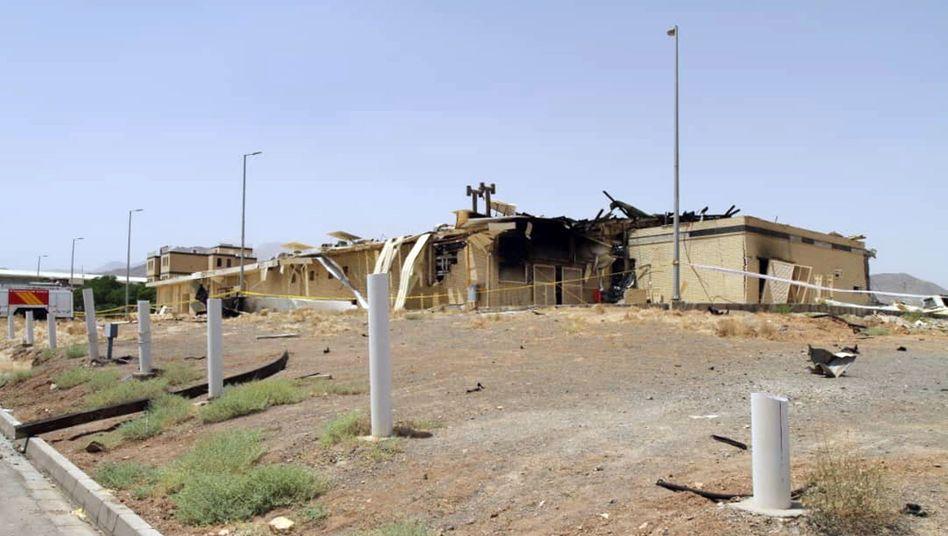 Ein Foto der iranischen Atomorganisation soll das vom Feuer zerstörte Gebäude zeigen